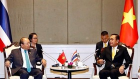 Vietnamese Prime Minister Nguyen Xuan Phuc (L) and Thai Prime Minister Prayut Chan-o-cha (Photo: VNA)