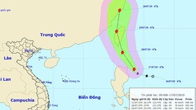 "Typhoon ""Danas"" triggers downpours and violent wind in East Sea"