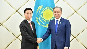 Politburo member and head of the Party Central Committee's Commission for Information and Education Vo Van Thuong (L) and Chairman of the Mazhilis of the Kazakhstan Parliament (lower house) Nurlan Nigmatulin (Photo: VNA)