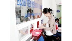 Bệnh nhân mua thuốc tại Bệnh viện Nhân dân Gia Định