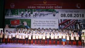 """""""Hành trình cuộc sống"""" lần thứ 8 đến với trẻ em khó khăn ở Quảng Ngãi"""