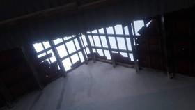Quảng Ngãi: Dông lốc, sét gây tốc mái nhà, ngã đổ cây rừng