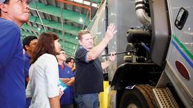 Các chuyên gia hướng dẫn các tài xế vận hành và bảo dưỡng xe vận chuyển rác
