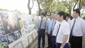 Triển lãm ảnh Biển, đảo quê hương tại Quảng trường Ngọ Môn