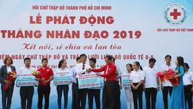 Công ty XSKT TPHCM trao tặng Hội Chữ thập đỏ TPHCM 3 tỷ đồng