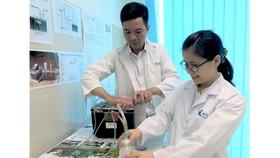  Nghiên cứu sinh đang làm việc tại Phòng thí nghiệm Kỹ thuật hạt nhân - ĐH Quốc gia TPHCM