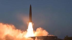 Hình ảnh về vụ phóng tên lửa mới của Triều Tiên, do KCNA phát hành vào ngày 26-7-2019. Ảnh: KCNA/REUTERS