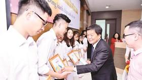 Trao 36 suất học bổng Lê Mộng Đào cho sinh viên Đại học Xây dựng