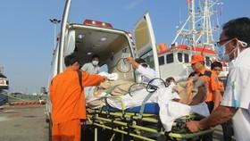 Du khách Canada được đưa về bờ cấp cứu khẩn cấp