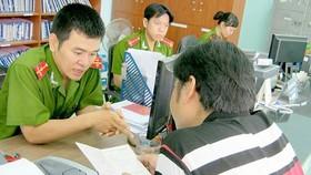 Chính phủ đồng ý bỏ sổ hộ khẩu, giấy chứng minh nhân dân