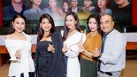 Đạo diễn Nhâm Minh Hiền và các diễn viên phấn khởi trong ngày khởi quay bộ phim Những khúc sông dậy sóng