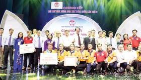 CEO Lê Quốc Phong (giữa) là người đứng đầu của thương hiệu Bình Điền - Đầu Trâu trong suốt 30 năm qua
