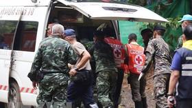 Các thành viên đội cứu hộ tại hang Tham Luang. Ảnh: CNN