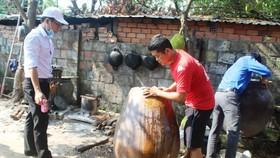 清理乾淨環境,排除積水以防孑孓、蚊蟲滋生。