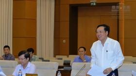 最高人民法院院長阮和平在會議上闡述有關成立清化省岑山市人民法院呈文。(圖源:越南國會)