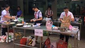 學生參加烹飪比賽一瞥