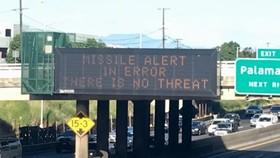 當局透過公路的顯示屏表示只是誤發警報。(圖源:AFP)