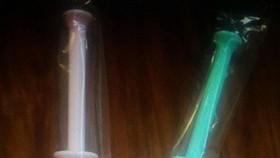 產品有粉紅和綠兩種顏色。
