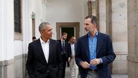 奧巴馬與西班牙國王逛博物館。(圖源:互聯網)