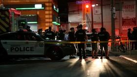 多倫多警方封鎖案發現場,拉起警戒線進行勘查。(圖源:互聯網)