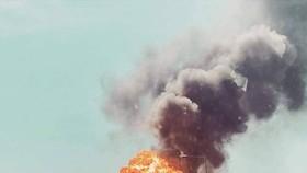事故發生在6日下午1點多,有網友拍攝到撞擊發生的瞬間,烈焰和濃煙騰空而起。(圖源:互聯網)