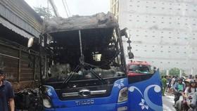 火勢熄滅後的臥鋪客車只剩殘架廢鐵。(圖源:G.Minh)