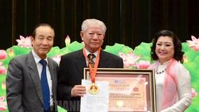 市貧窮病人輔助會榮獲國家主席授予一等勞動勳章。(圖源:市黨部新聞網)