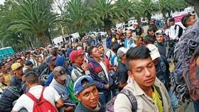 首批1,000多名中美洲移民已抵達墨西哥城。(圖源:AP)