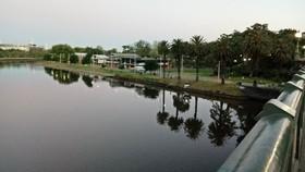 亞拉河畔的夕照。