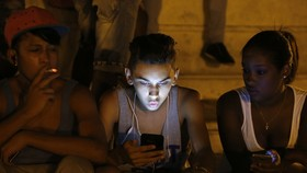 古巴電信公司當地時間4日宣佈,將於6日起面向國內所有手機用戶開通移動互聯網服務,古巴民眾將可首次使用移動數據上網。(圖源:互聯網)