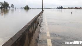 昨(10)日中午的一場大雨已使途經廣平省昇平縣平秀、平忠和平安各鄉轄區路段的1A國道頓成澤國。