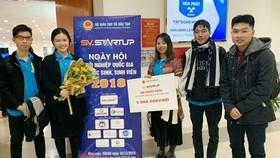 市師範大學中文系獲獎學生合影。