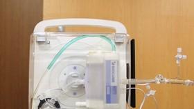 全球最小和最輕的心肺輔助裝置。(圖源:共同社)