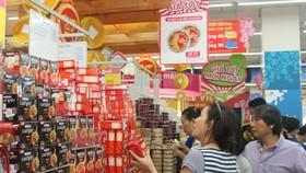 消費者在超市選購國貨。(示意圖源:互聯網)
