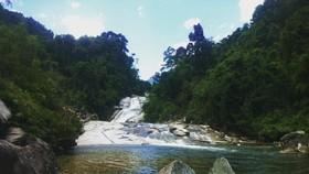 7 層瀑布帶有原始之美。