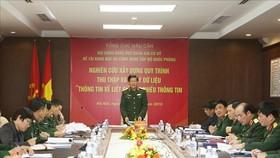 阮春堅少將在會議上發表演講。(圖源:楊江)