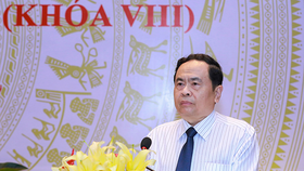 越南祖國陣線中央委員會主席陳清敏在會上致詞。(圖源:光榮)