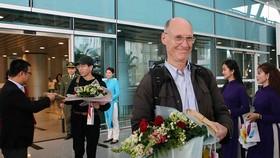 1月1日迎接前來峴港機場的遊客。