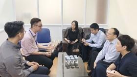 胡志明市人文社會科學大學中國語文系副主任張家權與西交大代表團交流。
