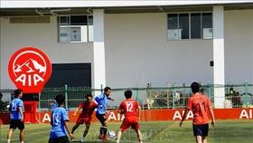 """慶祝柬埔寨""""一‧七勝利日""""越柬足球友誼賽在金邊舉行。(圖源:越通社)"""