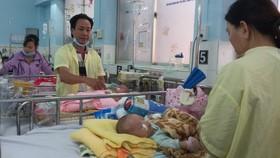 入住醫院治療麻疹病的病童。(圖源:雲山)