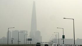 首爾蠶室大橋附近被霧霾籠罩。