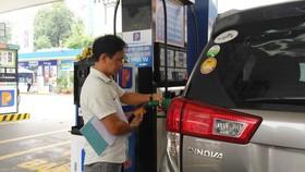 圖為第一郡德河坊二徵女王街136號的自助加油站。(圖源:Tr. Nguyễn)