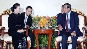 國會主席阮氏金銀(左)會見柬埔寨首相洪森。(圖源:越通社)