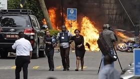 肯尼亞首都內羅畢的爆炸襲擊現場。(圖源:AP)