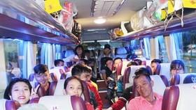 Liksin總公司工會與共青團租車接送工人返鄉過年。