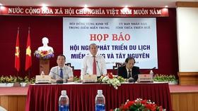 承天-順化省人委會主席潘玉壽在新聞發佈會上發言。(圖源:裴玉龍)