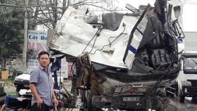 編號15C-292.98集裝箱車車頭完全變形,司機當場死亡。(圖源:梅論)