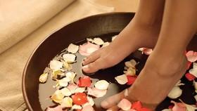 中藥足浴是用中藥煎煮取汁泡腳的一種保健治療方法。(示意圖源:互聯網)