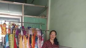 第十一郡婦聯會準備贈送長衫給貧困婦女。